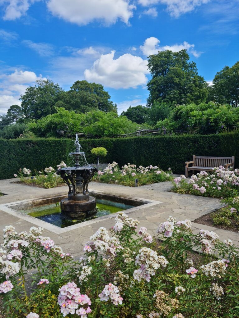 Pretty courtyard at Hever Castle